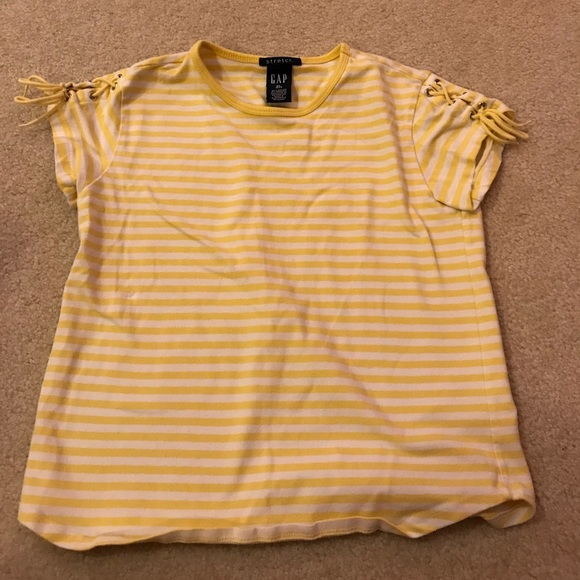 5435652a7 Yellow striped shirt. GAP. M_5a8255b361ca1095f15bd639.  M_5a8255b68af1c55d9c706be0. M_5a8255b861ca1064535bd676.  M_5a8255bad39ca2292ce0d998
